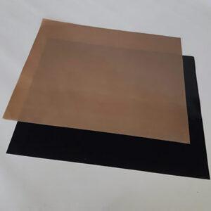 Dois pedaços de tecido com PTFE antiaderente